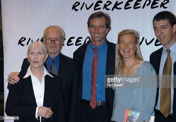 Paul Newman Joanne Woodward Robert Kennedy Jr and Nell Newman