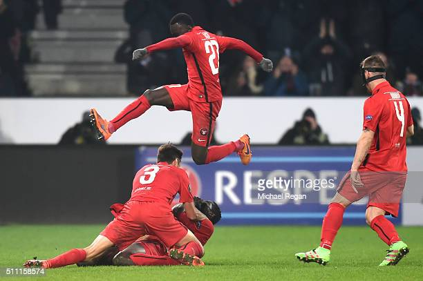 Paul Onuachu of FC Midtjylland celebrates with team mates as he scores thie second goal during the UEFA Europa League round of 32 first leg match...