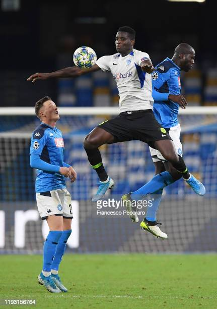 Paul Onuachu of KRC Genk vies with Piotr Zielinski and Kalidou Koulibaly of SSC Napoli during the UEFA Champions League group E match between SSC...