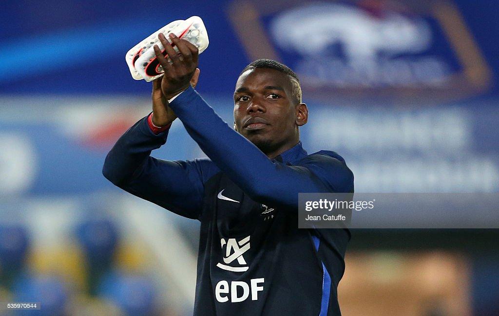 France v Cameroon - International Friendly : Nachrichtenfoto