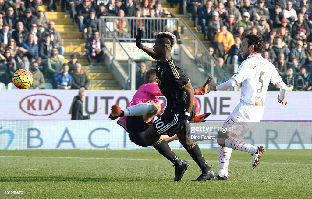 Paul Pogba (c) of Juventus scores his team's third goal during the Serie A match between Carpi FC and Juventus FC at Alberto Braglia Stadium on December 20, 2015 in Modena, Italy.