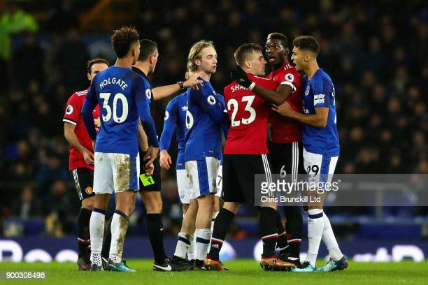 Paul Pogba of Manchester United Luke Shaw of Manchester United Dominic CalvertLewin of Everton and Referee Andre Marriner get involved in an argument...