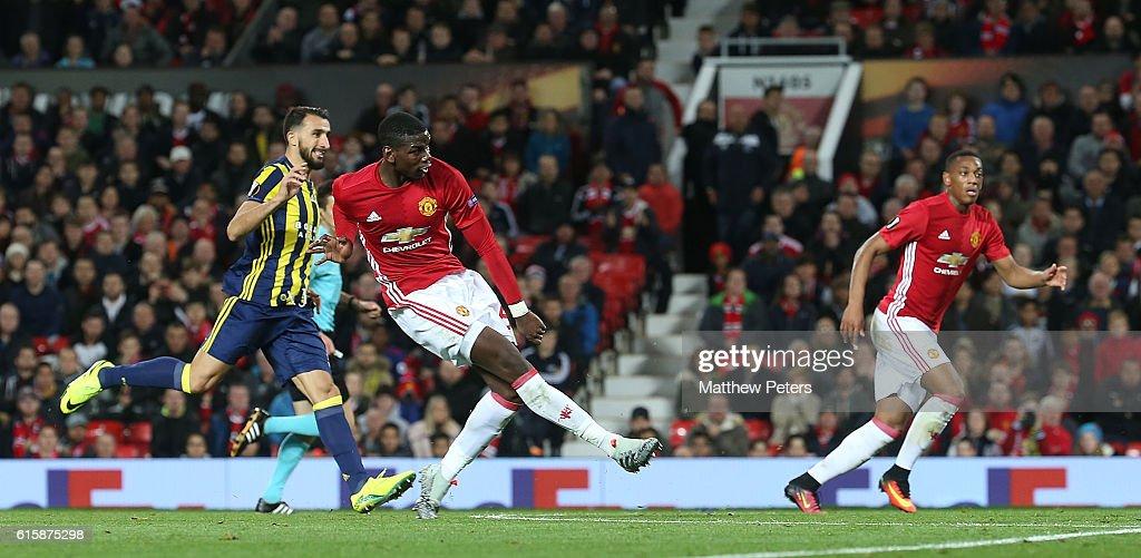 Manchester United FC v Fenerbahce SK - UEFA Europa League : ニュース写真