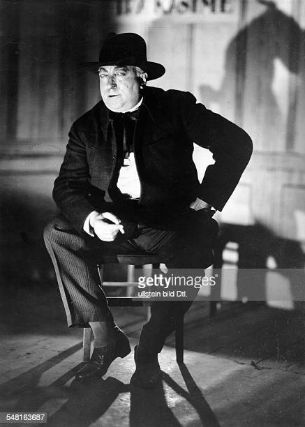 Paul Poiret *20041879 Fashion designer France portrait around 1927 Photographer James E Abbe Vintage property of ullstein bild
