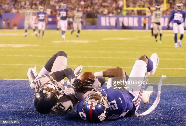 Paul Richardson of the Seattle Seahawks battles for the ball to score a touchdown against Landon Collins of the New York Giants during the fourth...