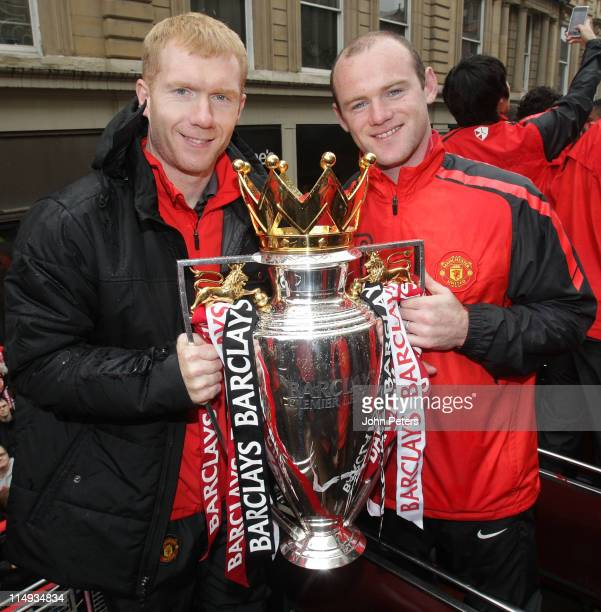 Paul Scholes and Wayne Rooney of Manchester United poses with the Barclays Premier League trophy during the Manchester United Premier League Winners...