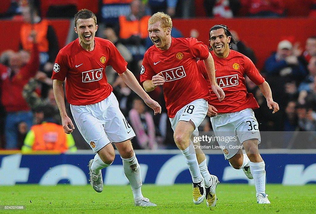 Soccer - UEFA Champions League Semifinals - Manchester United vs. FC Barcelona : News Photo