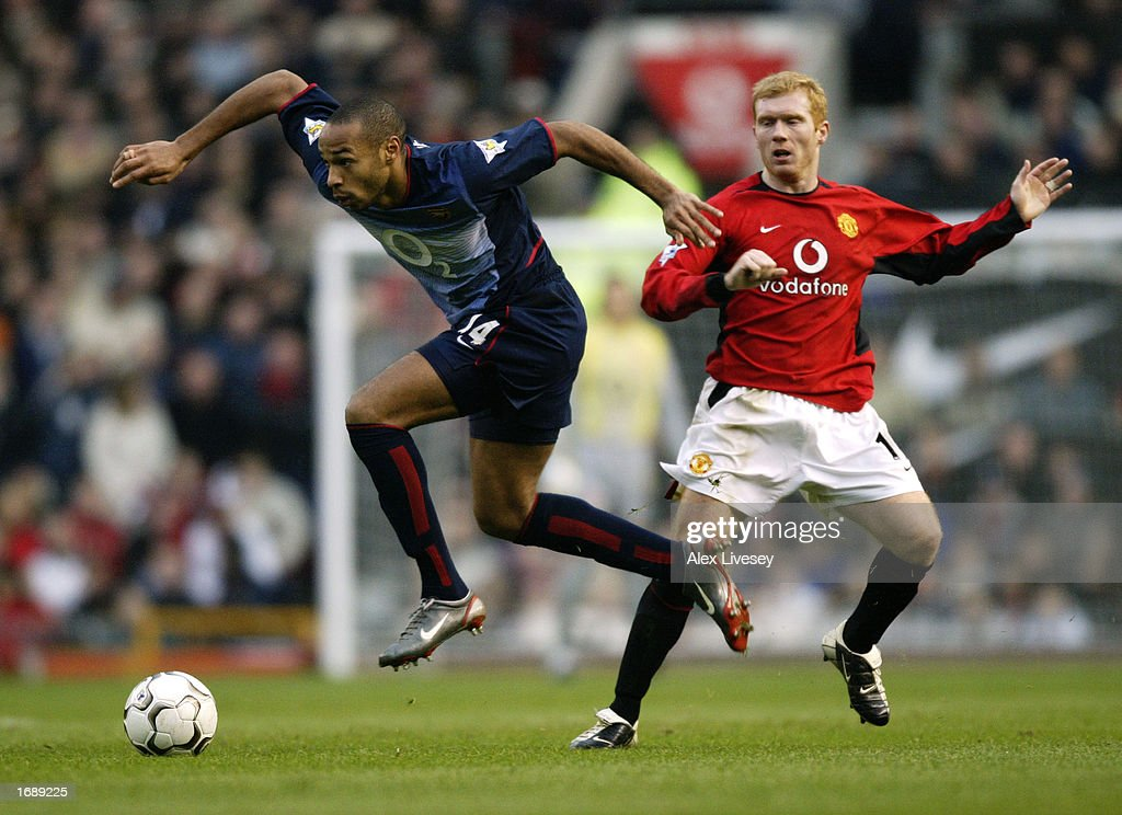 Paul Scholes and Thierry Henry : News Photo