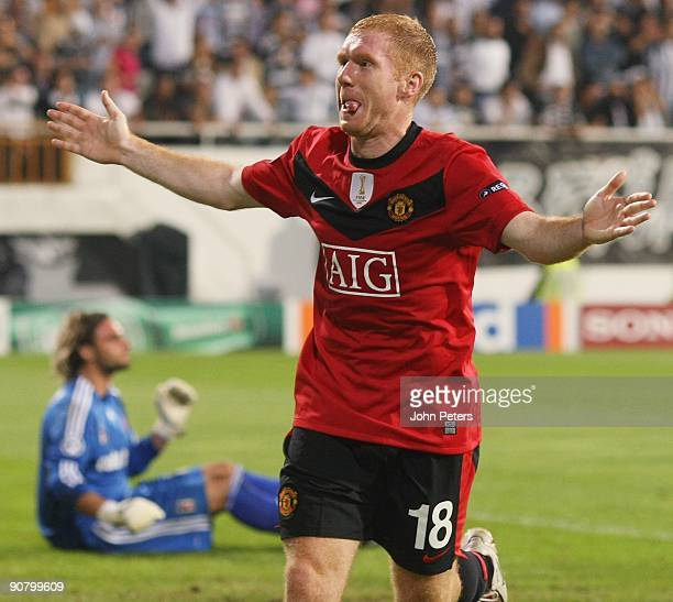 Paul Scholes of Manchester United celebrates scoring the first goal during the UEFA Champions League match between Besiktas and Manchester United at...