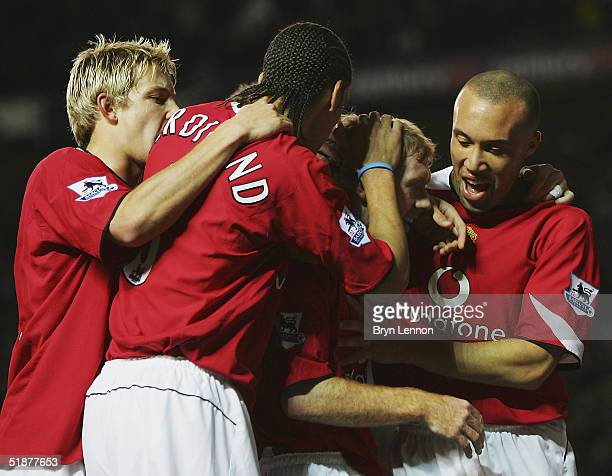 Paul Scholes of Manchester United celebrates with team mates Rio Ferdinand Alan Smith and Mikael Silvestre after scoring during the Barclays...