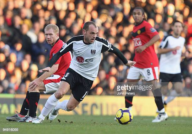Paul Scholes of Manchester United clashes with Danny Murphy of Fulham during the FA Barclays Premier League match between Fulham and Manchester...