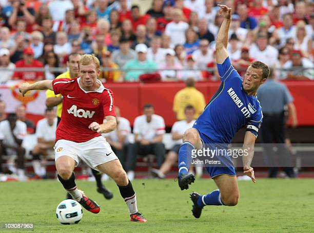 Paul Scholes of Manchester United clashes with Jack Jewsbury of Kansas City Wizards during the preseason friendly match between Kansas City Wizards...