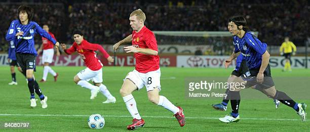 Paul Scholes of Manchester United in action during the FIFA World Club Cup Semi-Final match between Gamba Osaka and Manchester United at Yokohama...