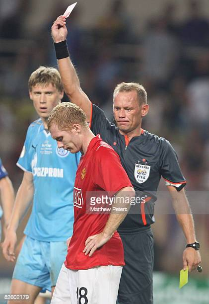 Paul Scholes of Manchester United is sent off during the UEFA Supercup match between Manchester United and Zenit St Petersburg at the Stade Louis II...