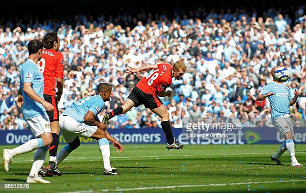 Paul Scholes of Manchester United scores the winning goal during the Barclays Premier League match between Manchester City and Manchester United at...