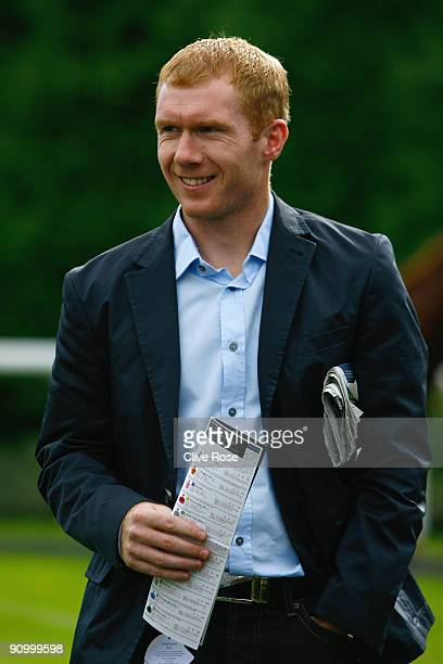 Paul Scholes of Manchester United visits the parade ring at Kempton Park on September 21, 2009 in Sunbury, England.