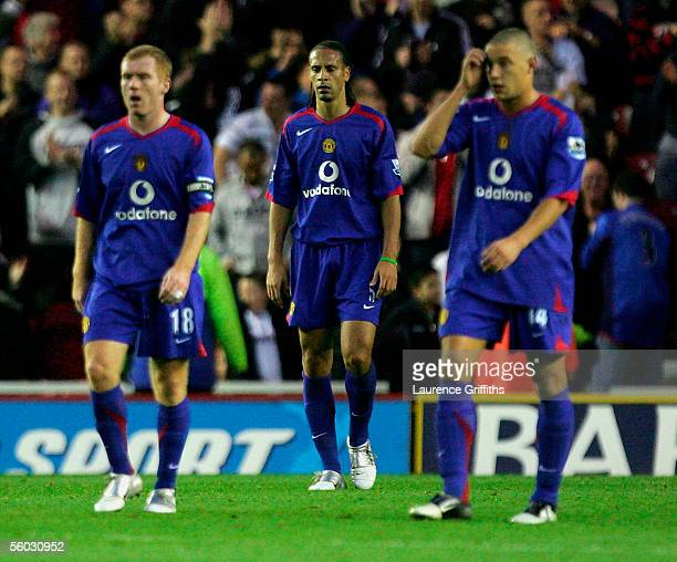 Paul Scholes Rio Ferdinand and Alan Smith of Manchester United look dejected during the Barclays Premiership match between Middlesbrough and...
