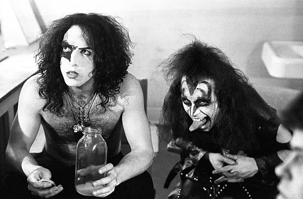 'Kiss' Backstage Portrait Session