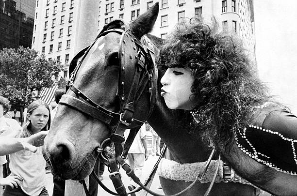 Paul Stanley makes friends with one of the carriage horses n