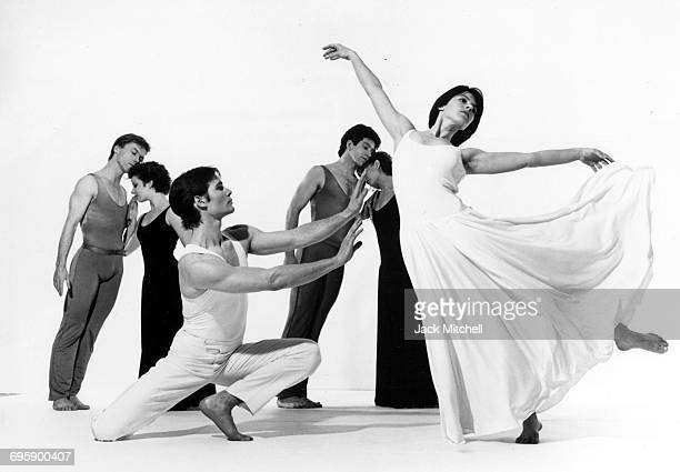 Paul Taylor dancers David Parsons Cathy McCann Douglas Wright Mary Cochran James Karr and Sandra Stone in 'Roses' 1990