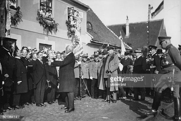 Paul von Hindenburg German field marshal and statesman 2nd President of Gemany 192534 Hindenburg visiting East Prussia in 1922 is welcomed by the...