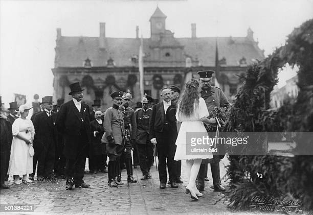 Paul von Hindenburg German field marshal and statesman 2nd President of Gemany 192534 Hindenburg visiting East Prussia in 1922 official welcome in...