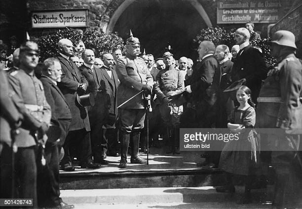 Paul von Hindenburg German field marshal and statesman 2nd President of Gemany 192534 Hindenburg in West Prussia is welcomed by the mayor of...
