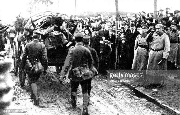 Paul von Hindenburg greets returning troops in Kassel in 1918. Set off by the deadly shots on Austrian heir to the throne Franz Ferdinand by Serbian...