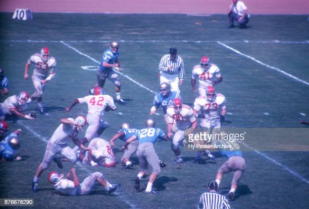Paul Warfield of the Ohio State Buckeyes runs with the ball during an NCAA game against the UCLA Bruins on October 6, 1962 at the Los Angeles...