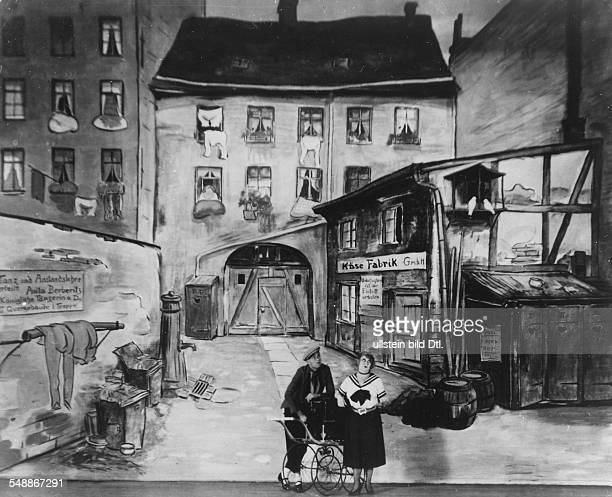 Paul Westermeier and Lotte Werkmeister in front of the stage set by Heinrich Zille in the revue 'Das hat die Welt noch nicht gesehn' Director: James...