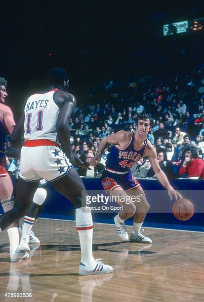 Paul Westphal of the Phoenix Suns dribbles the ball against the Washington Bullets during an NBA basketball game circa 1976 at the Capital Centre in...