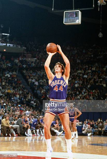 Paul Westphal of the Phoenix Suns shoots a freethrow against the Washington Bullets during an NBA basketball game circa 1977 at the Capital Centre in...