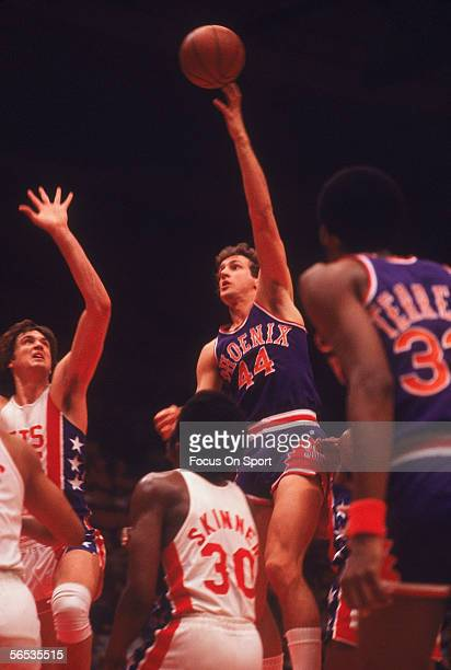 Paul Westphal of the Phoenix Suns shoots a hookshot against the New York Nets circa the 1980's during a game