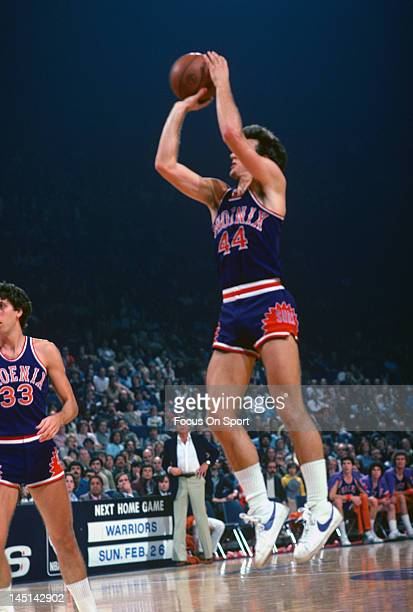 Paul Westphal of the Phoenix Suns shoots against the Washington Bullets during an NBA basketball game circa 1978 at the Capital Centre in Landover...
