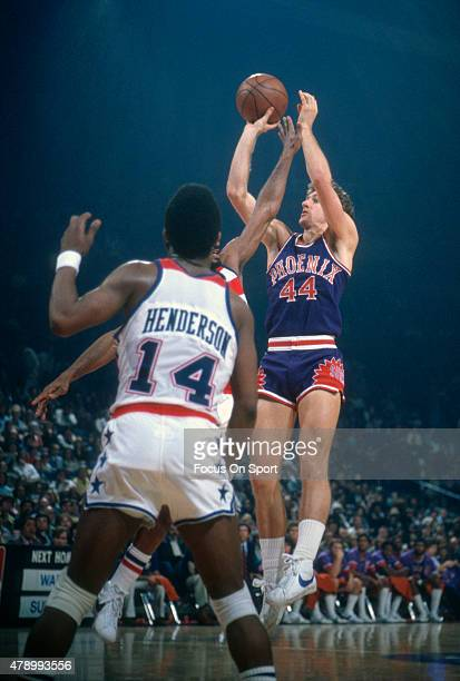 Paul Westphal of the Phoenix Suns shoots against the Washington Bullets during an NBA basketball game circa 1977 at the Capital Centre in Landover...
