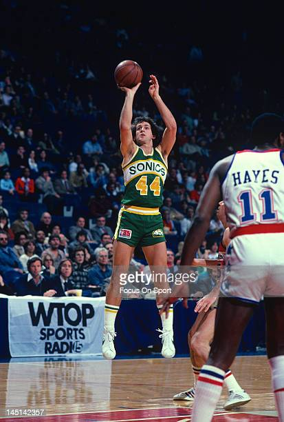 Paul Westphal of the Seattle Supersonics shoots against the Washington Bullets during an NBA basketball game circa 1981 at the Capital Centre in...