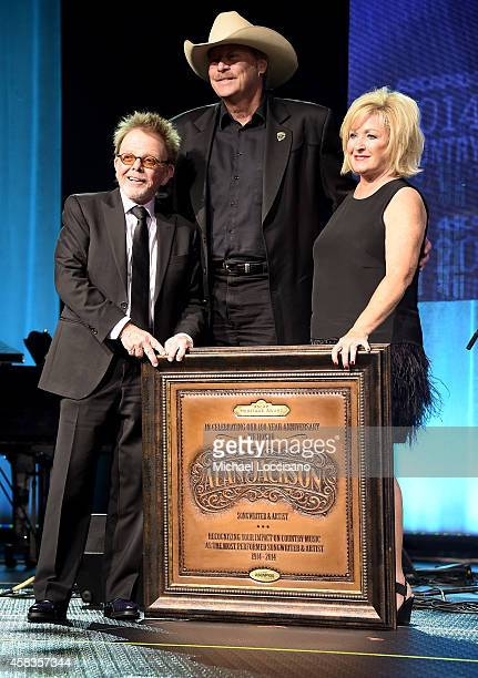 Paul Williams ASCAP President and Chairman and Connie Bradley present Alan Jackson with the ASCAP Heritage Award at the 52nd annual ASCAP Country...