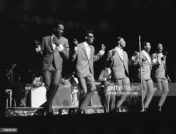 Paul Williams David Ruffin Otis Williams Melvin franklin and Eddie Kendricks of the RB group The Temptations perform onstage at the Apollo Theater in...