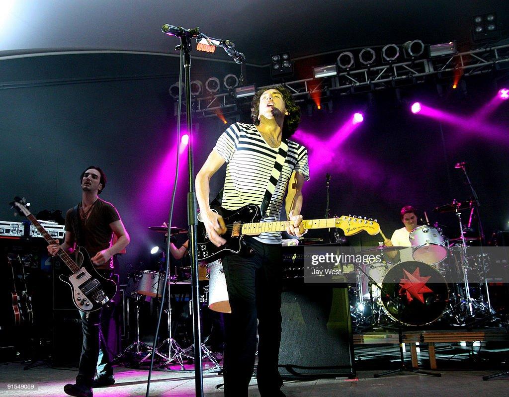 Paul Wilson, Gary Lightbody and Jonny Quinn of Snow Patrol in concert at Stubb's Bar-B-Q on October 6, 2009 in Austin, Texas.