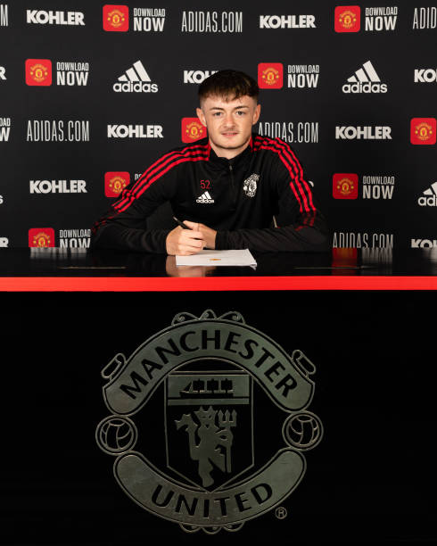 GBR: Joe Hugill Signs a New Contract at Manchester United