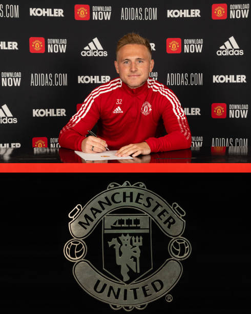 GBR: Paul Woolston Signs a New Contract at Manchester United