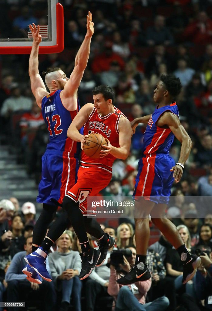 Paul Zipser #16 of the Chicago Bulls leaps to pass between Aron Baynes #12 and Stanley Johnson #7 of the Detroit Pistons at the United Center on March 22, 2017 in Chicago, Illinois.
