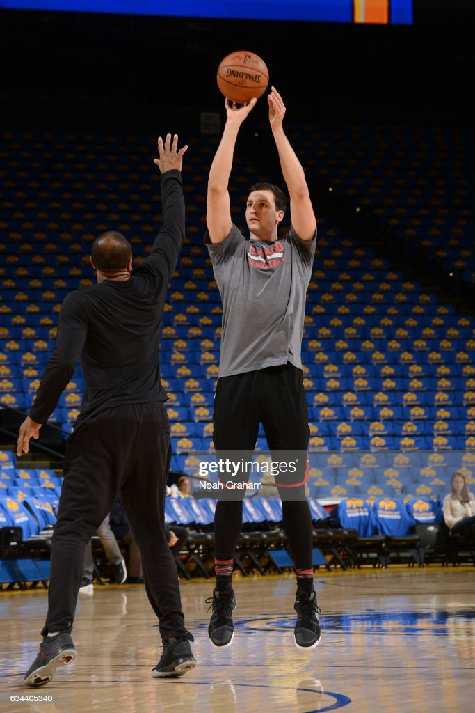 Paul Zipser #16 of the Chicago Bulls warms up before the game against the Golden State Warriors on February 8, 2017 at ORACLE Arena in Oakland, California.