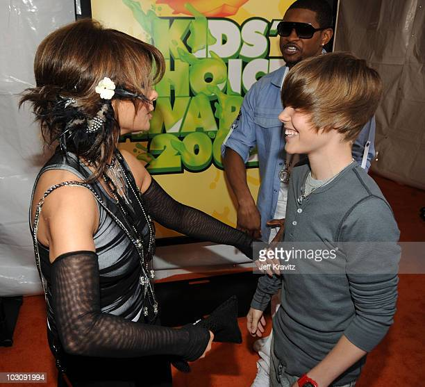 Paula Abdul Justin Bieber and Usher arrive at Nickelodeon's 2009 Kids' Choice Awards at UCLA's Pauley Pavilion on March 28 2009 in Westwood California
