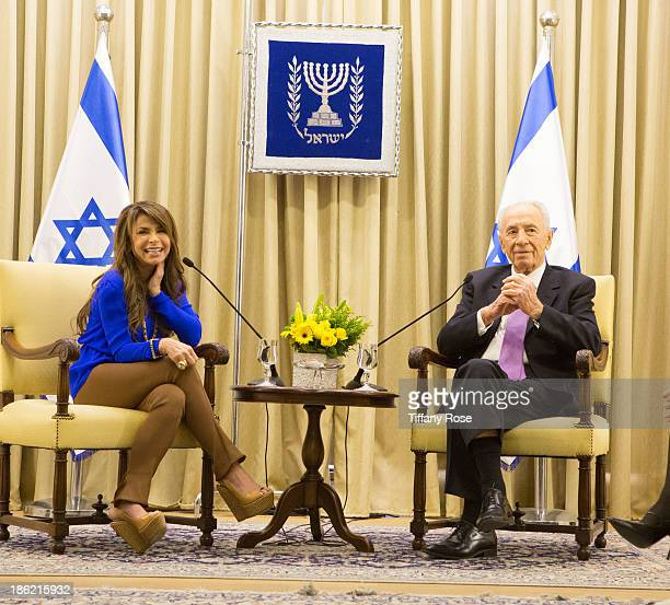 Paula Abdul visits with the President of Israel Shimon Peres at his estate on October 29 2013 in Jerusalem Israel