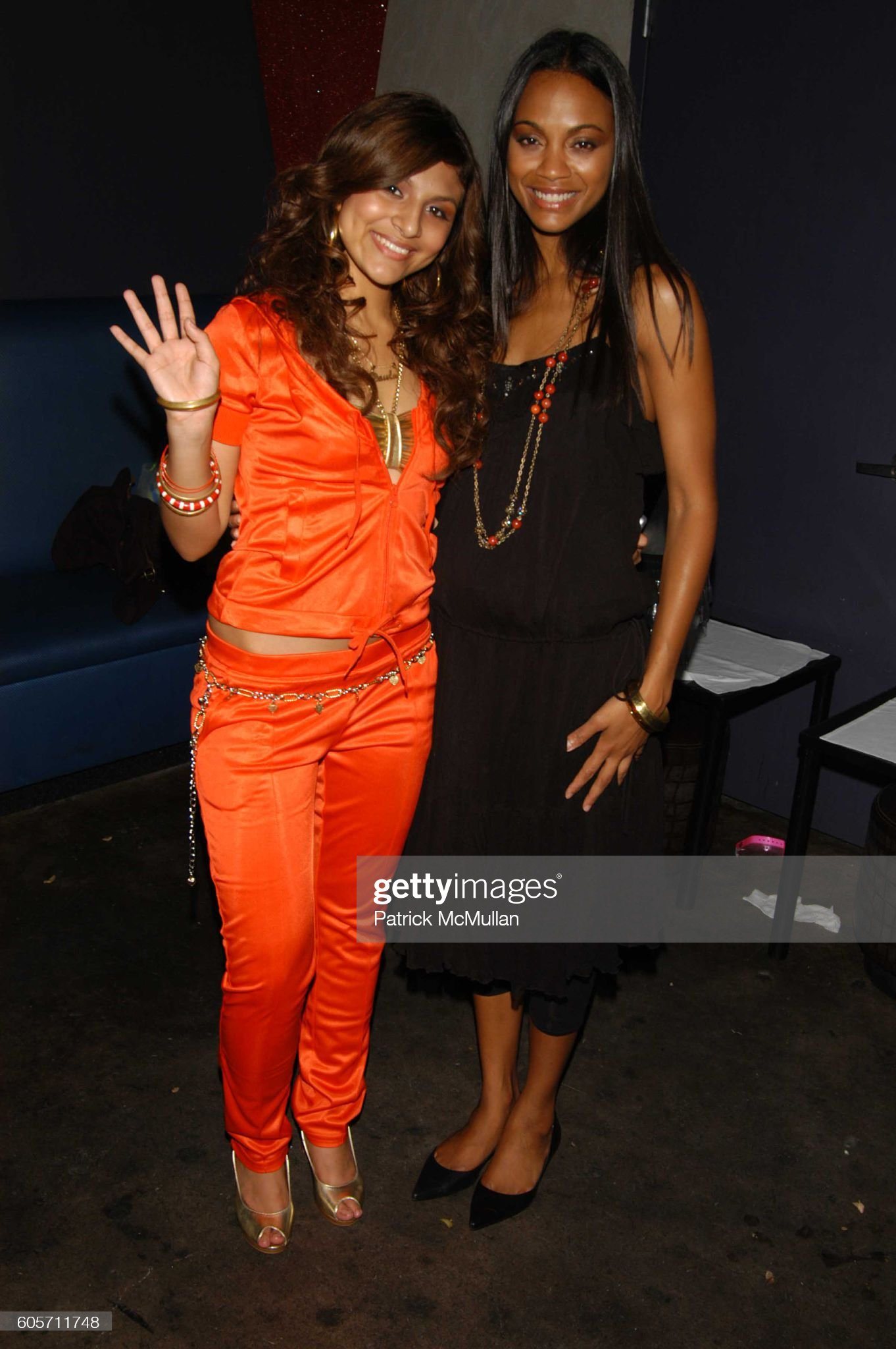 ¿Cuánto mide Paula DeAnda? - Altura - Real height Paula-deanda-and-zoe-saldana-attend-ny-international-latin-film-by-picture-id605711748?s=2048x2048