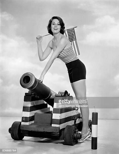 Paula Prentiss plays Molly Blue in the 1962 romance comedy The Horizontal Lieutenant