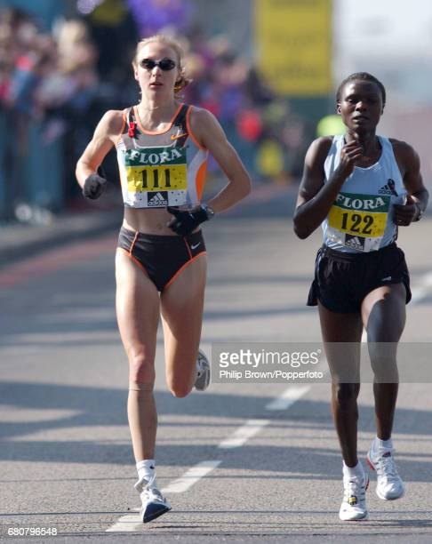 Paula Radcliffe of Great Britain on her way to winning the Flora London Marathon on the 14th April 2002
