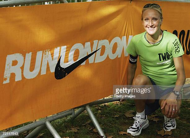 Paula Radcliffe of Great Britain poses during the sixth Nike 10k Run October 8 2006 London England The race has become the biggest 10k in Europe This...
