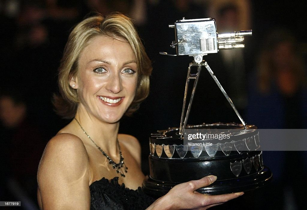 Paula Radcliffe poses with the BBC sports personality of the year award : News Photo